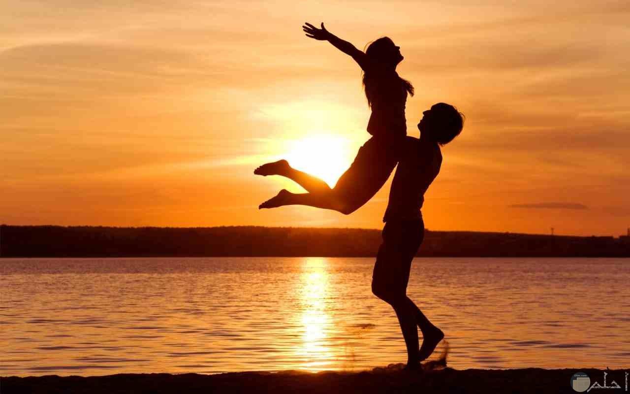 وللمحبين حكايات عشق خاصة كثيرة