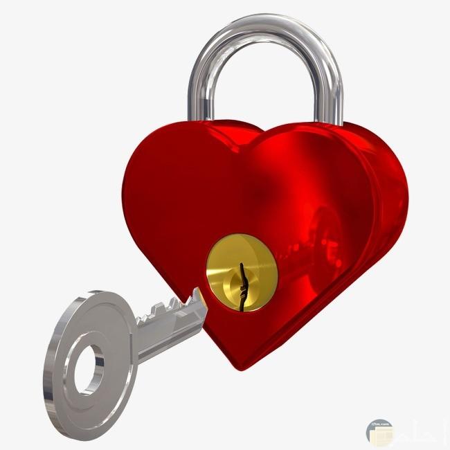 قفل احمر ومفتاح