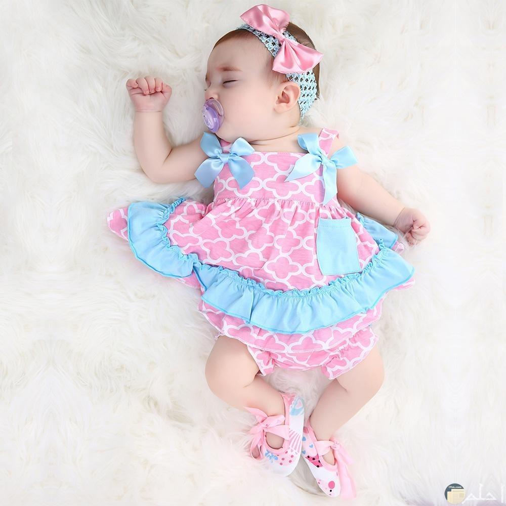 صورة طفلة رضيعة بملابس صيفى