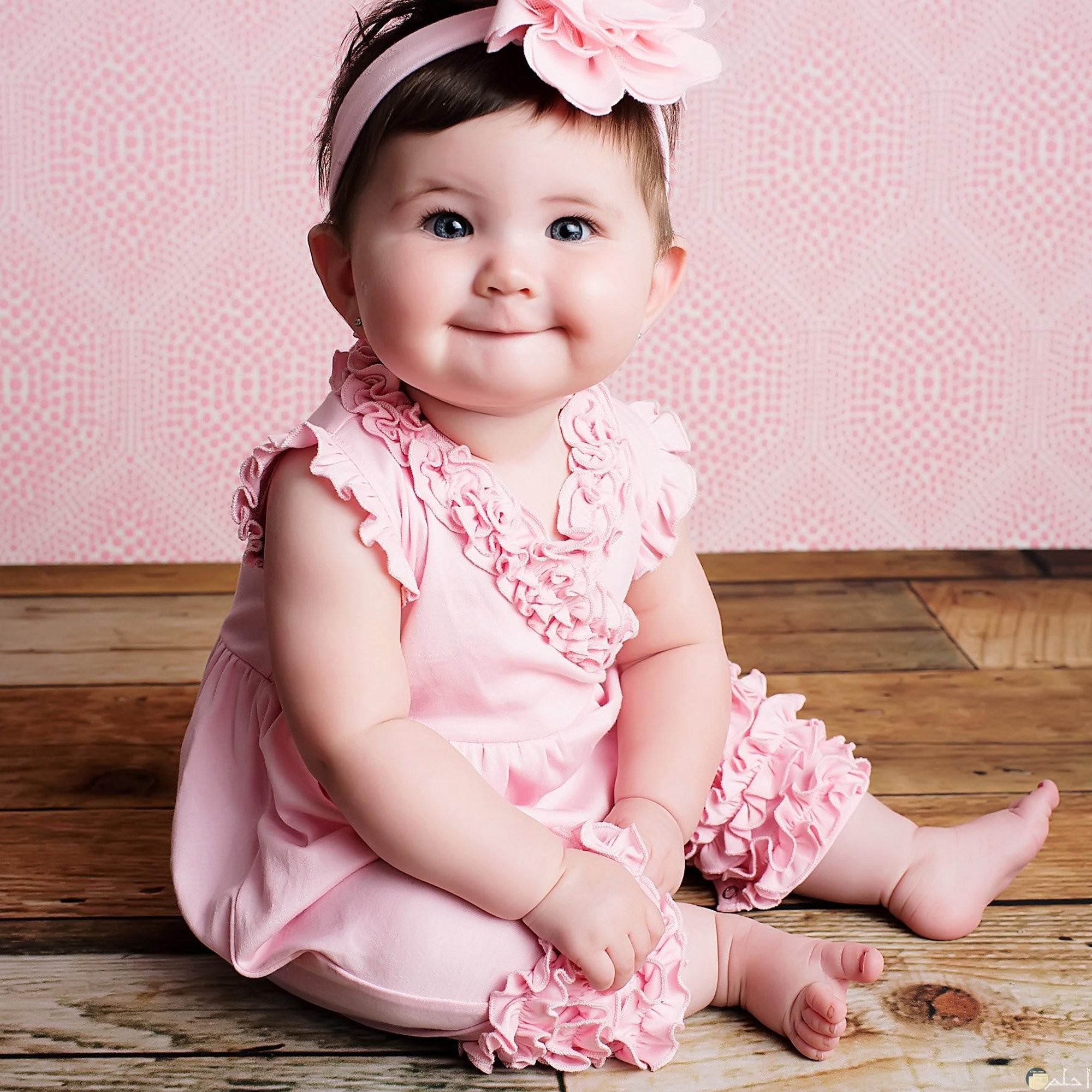 صورة طفلة ترتدى طقم صيفى رائع