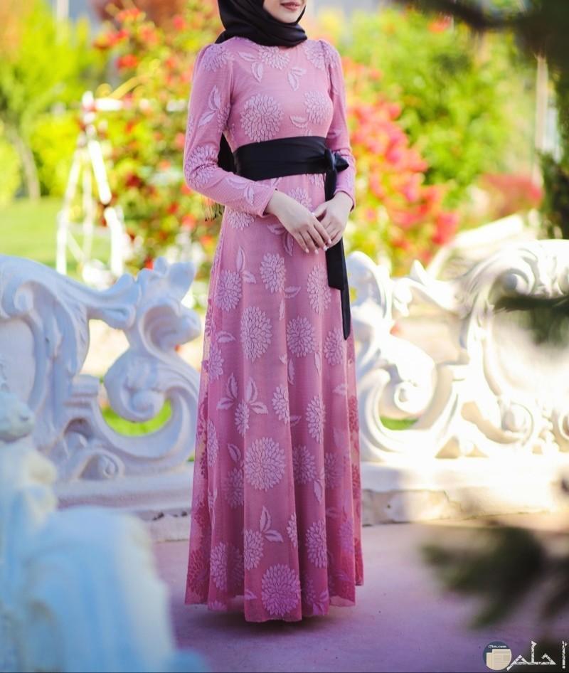 صور دريل بالون الوردي مع الأسود