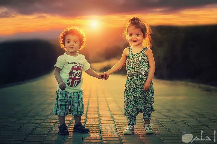 صور أصدقاء العمر مع غروب الشمس