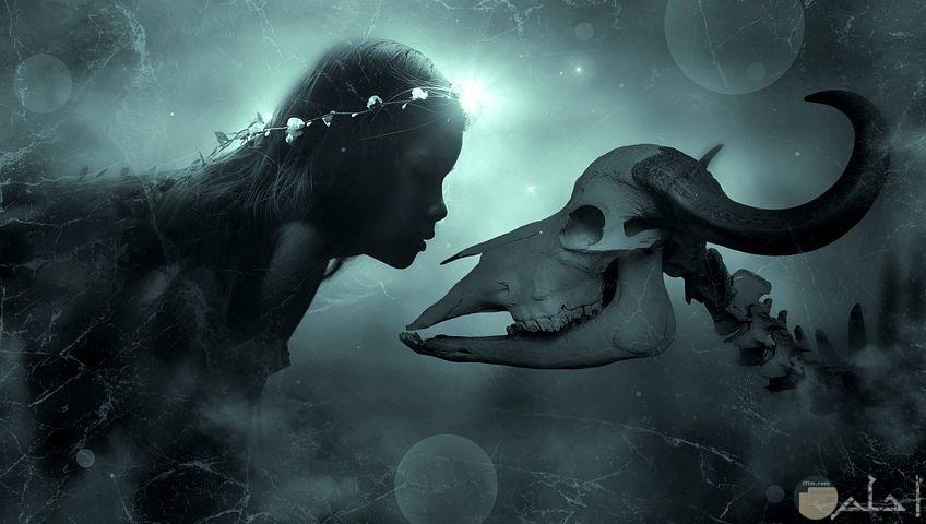 صور خرافية لبنت مع جمجمة الحيوان