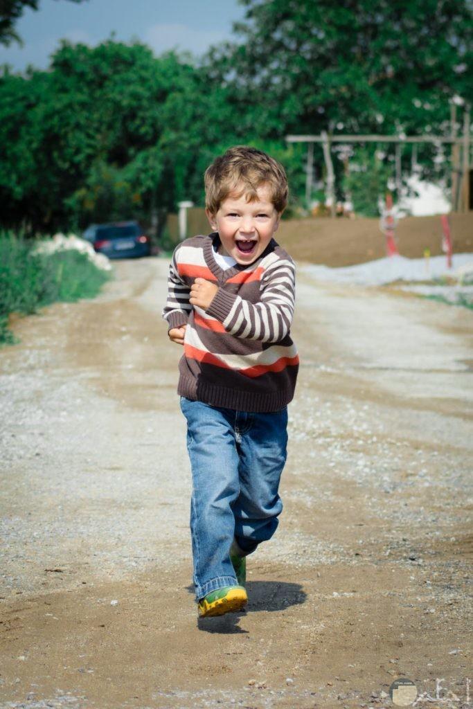 صور جمال الطفل وهو يجري
