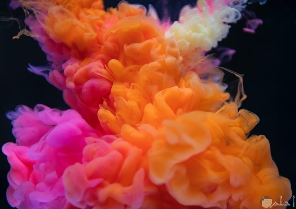 جمال الألوان مع الدخان