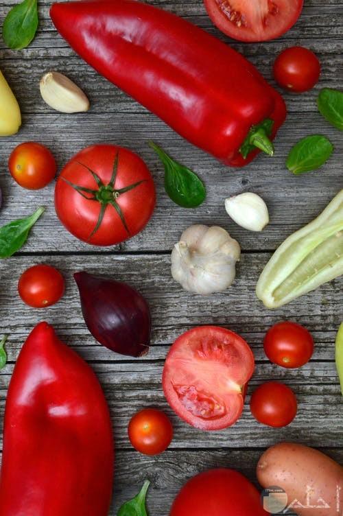 صورة خضروات متنوعه طماطم وبصل وفلفل وثوم ونعناع