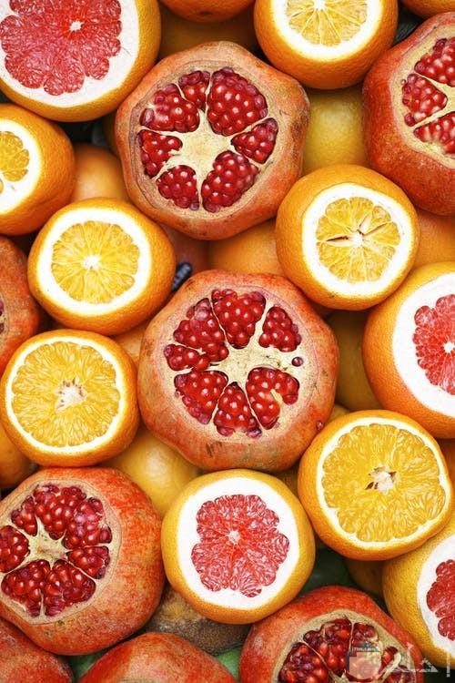 ثمار رمان وبرتقال