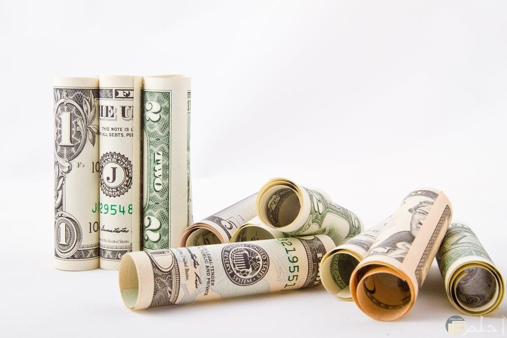 صور نقود متنوعة