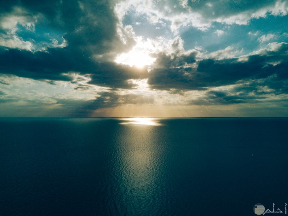 صور هادئة تظهر جمال السماء والبحر