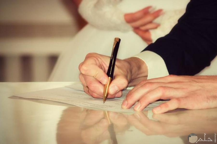 التوقيع يوم كتب الكتاب