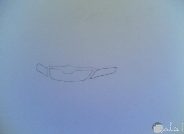 في البداية نرسم مقدمة السيارة