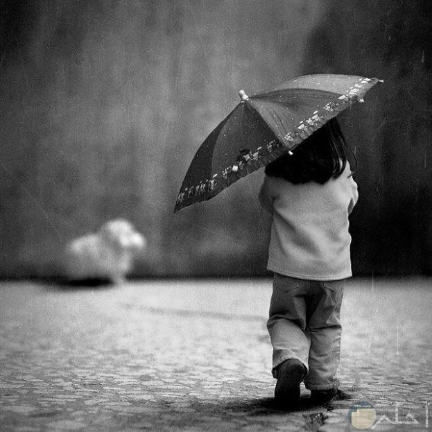 صورة بالأبيض والأسود طفلة