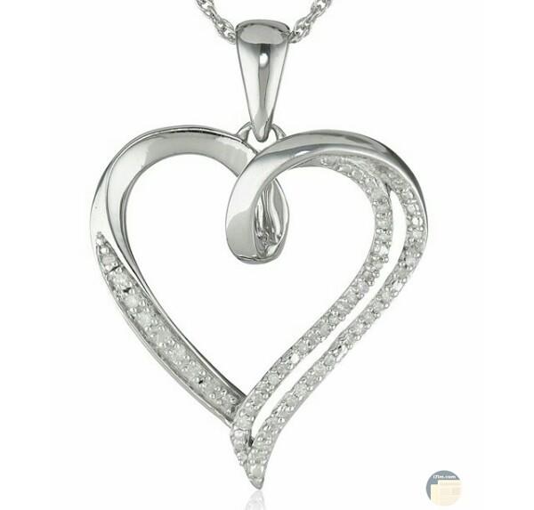 صورة جميلة جدا لسلسلة علي شكل قلب مزينه بالألماس الأبيض