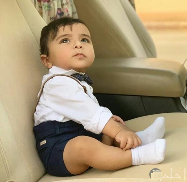 صورة جميلة جدا لطفل ولد صغير بملابس شيك