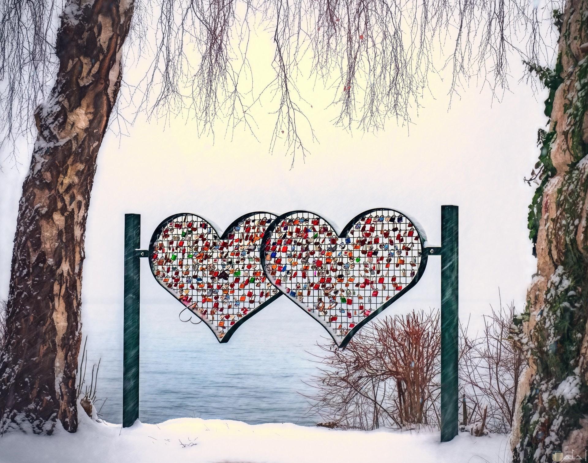 صورة حب ورومانسية جميلة لقلبين متحابين مع بعض
