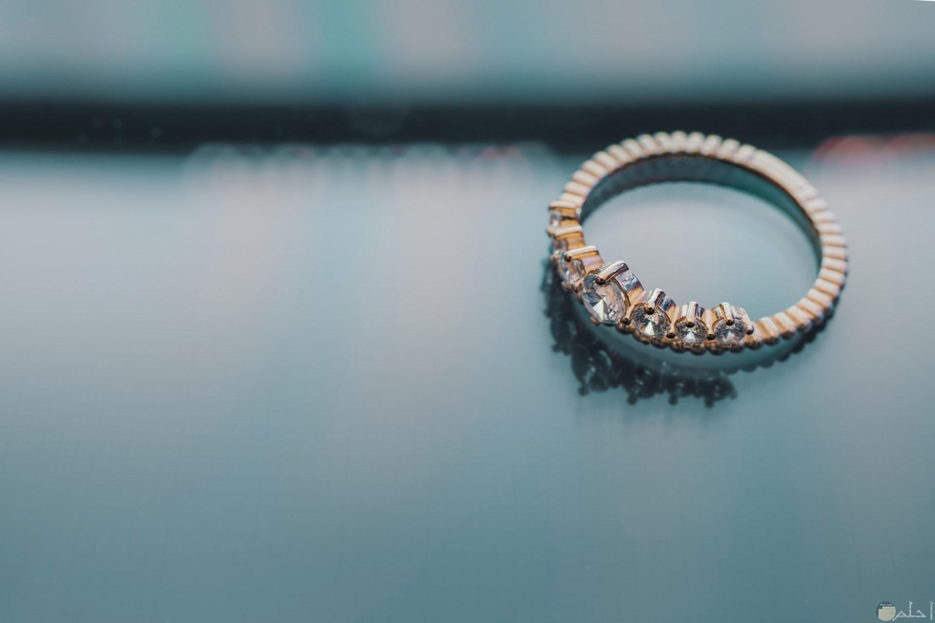 صورة خاتم جميل جدا وبشكل مميز وهادي للفتيات