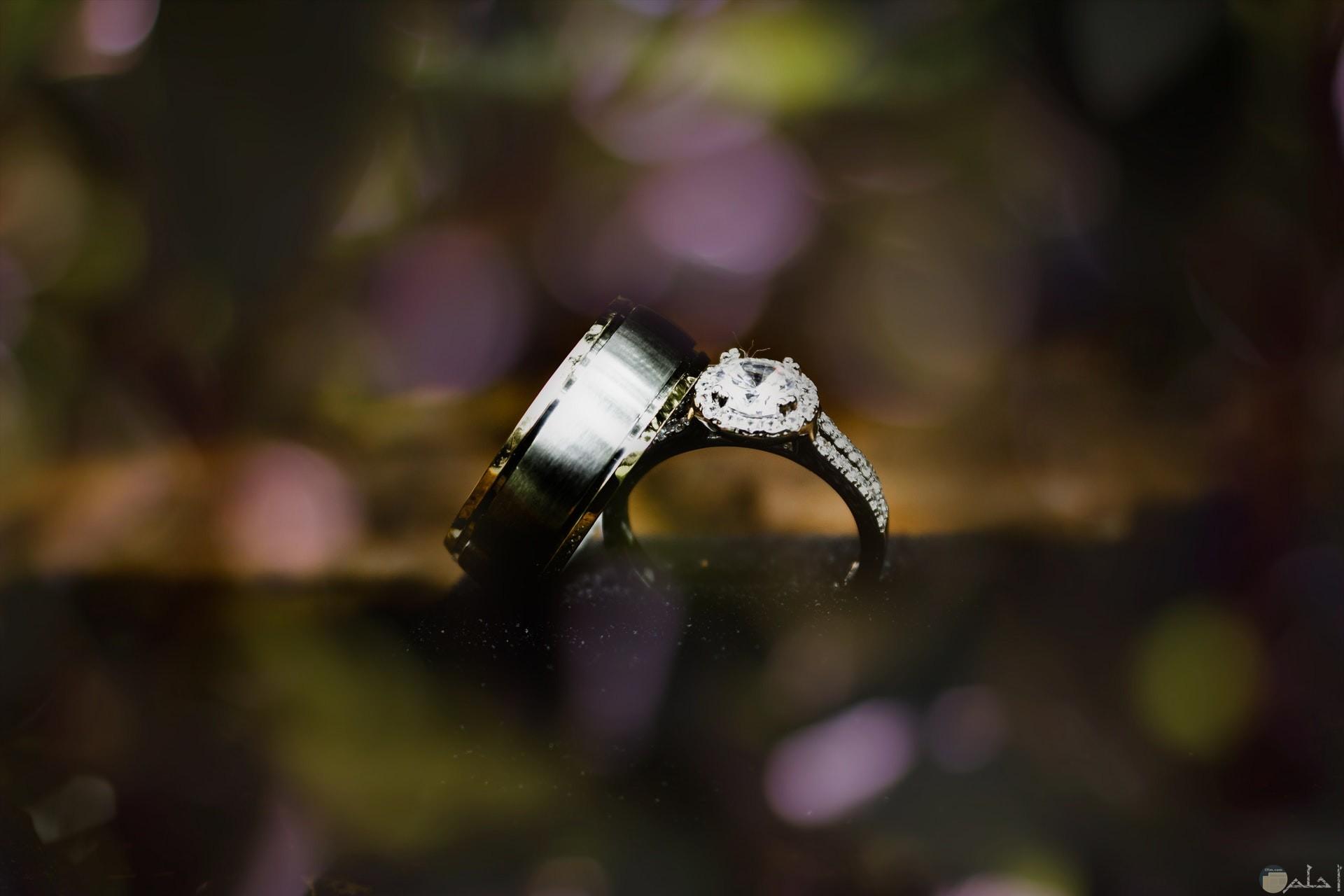 صورة خاتم جميل جدا ولونه غامق وعميق ومميز للفتيات