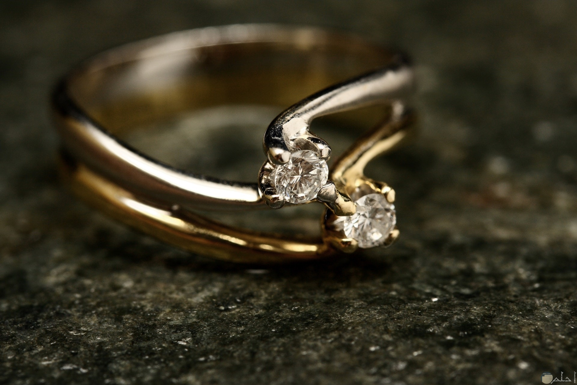 صورة خاتم جميل من الذهب به مجوهرات حلوة للبنات