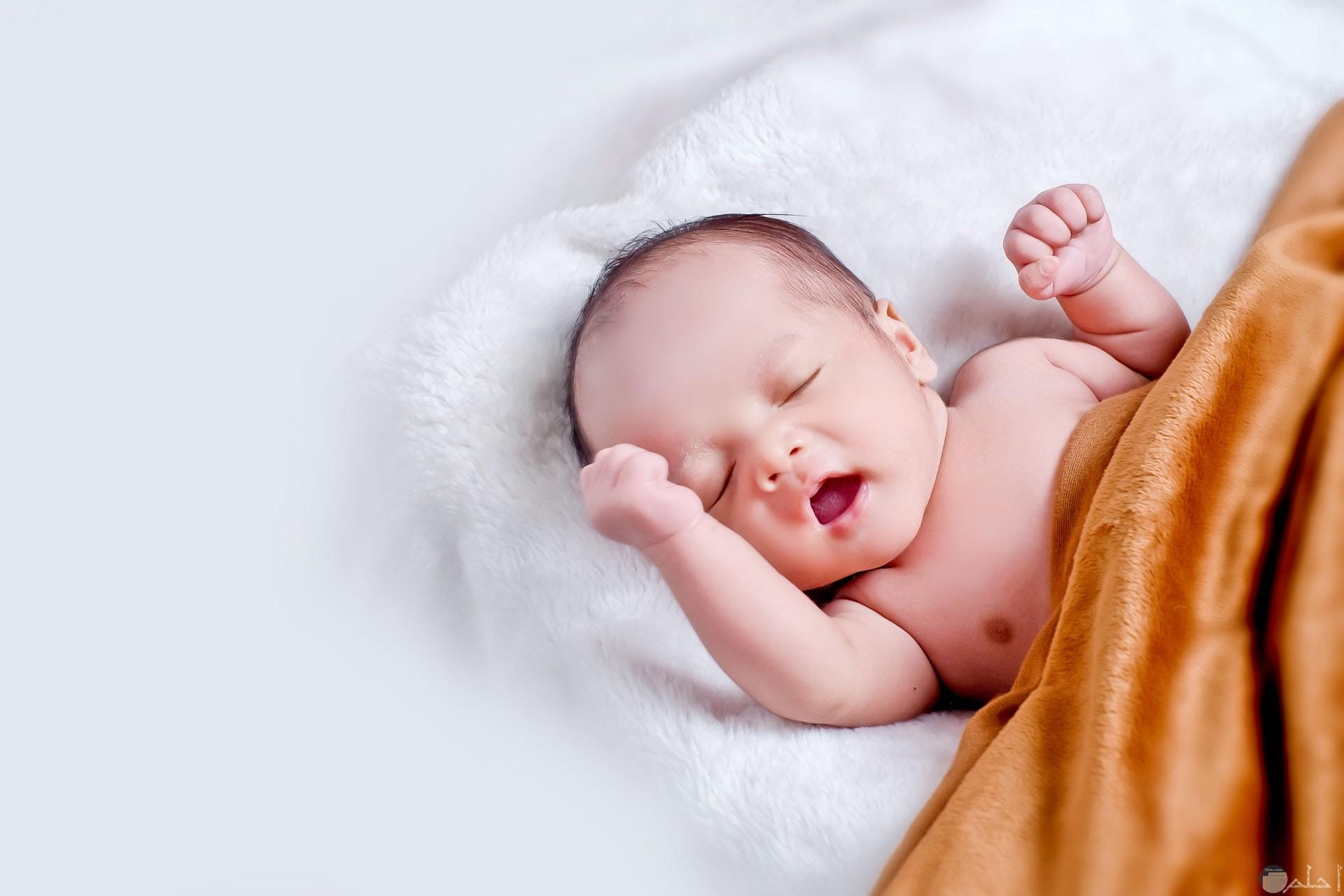 صورة رومانسية لطفل صغير نائم جميلة