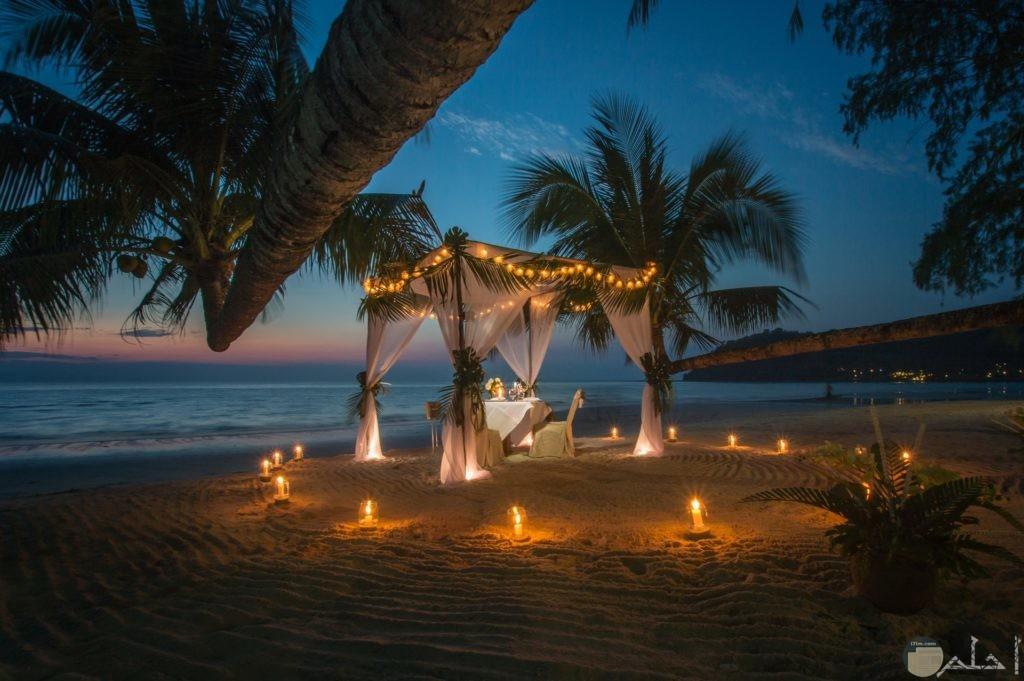 صورة رومانسية ومميزة لخيمة جميلة جدا علي شاطئ البحر