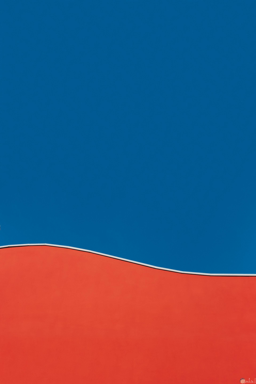 صورة سادة غامقة للونين الأحمر والأزرق معا في صورة واحدة