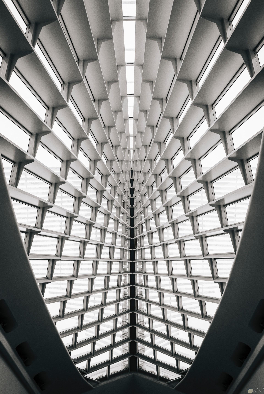 صورة غريبة لتصميم مبني من الداخل عجيب جدا