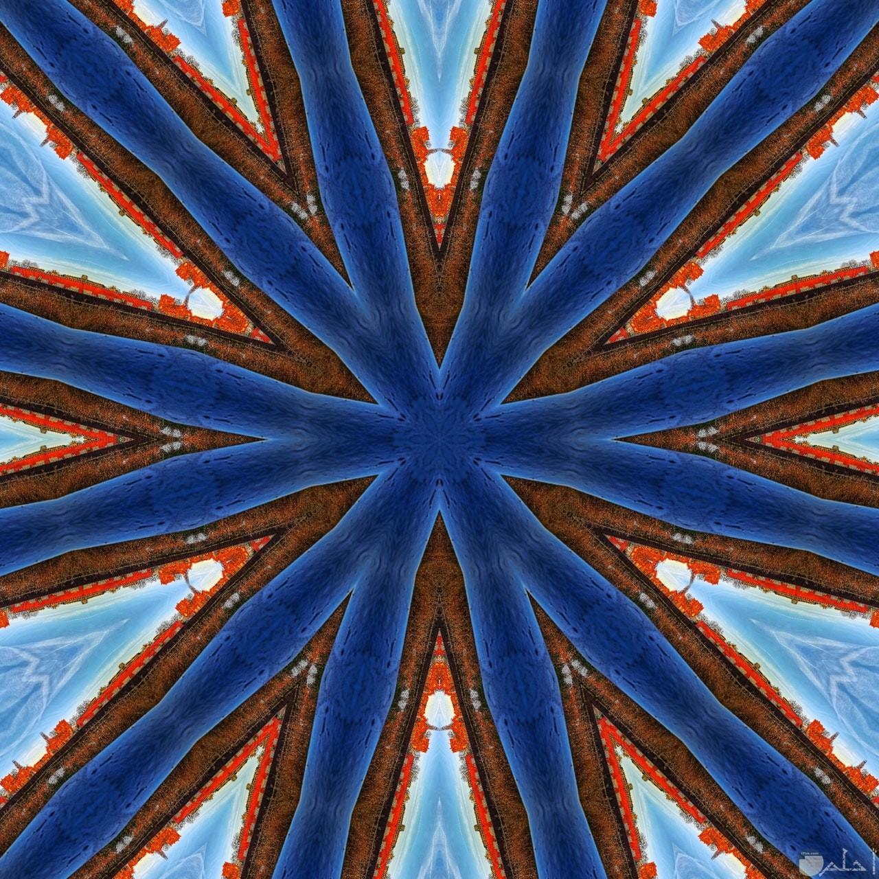 صورة غريبة لتقاطع خطوط كثيرة زرقاء بغلاف بني في الوسط