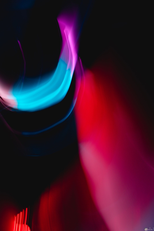 صورة غريبة لمجموعة ألوان احمر ولبني وبنفسجي منيرة عجيبة جدا