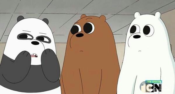 صورة كرتون نتورك بالعربية جميلة جدا حول كرتون الدببة الثلاثة ويظهر بالصورة الدببة الثلاثة واقفين جمب بعض وعيونهم مضحكة