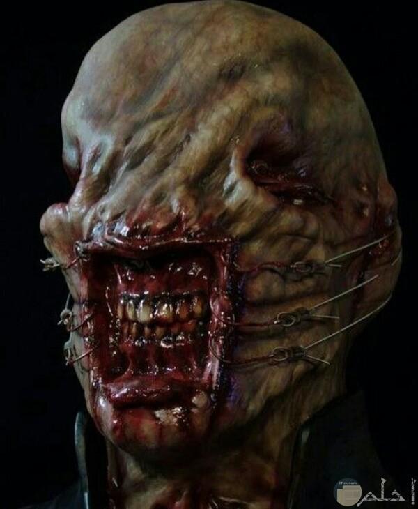 صورة مخيفة جدا لشخص مرعب جدا وفمه مثير للرعب للغايه