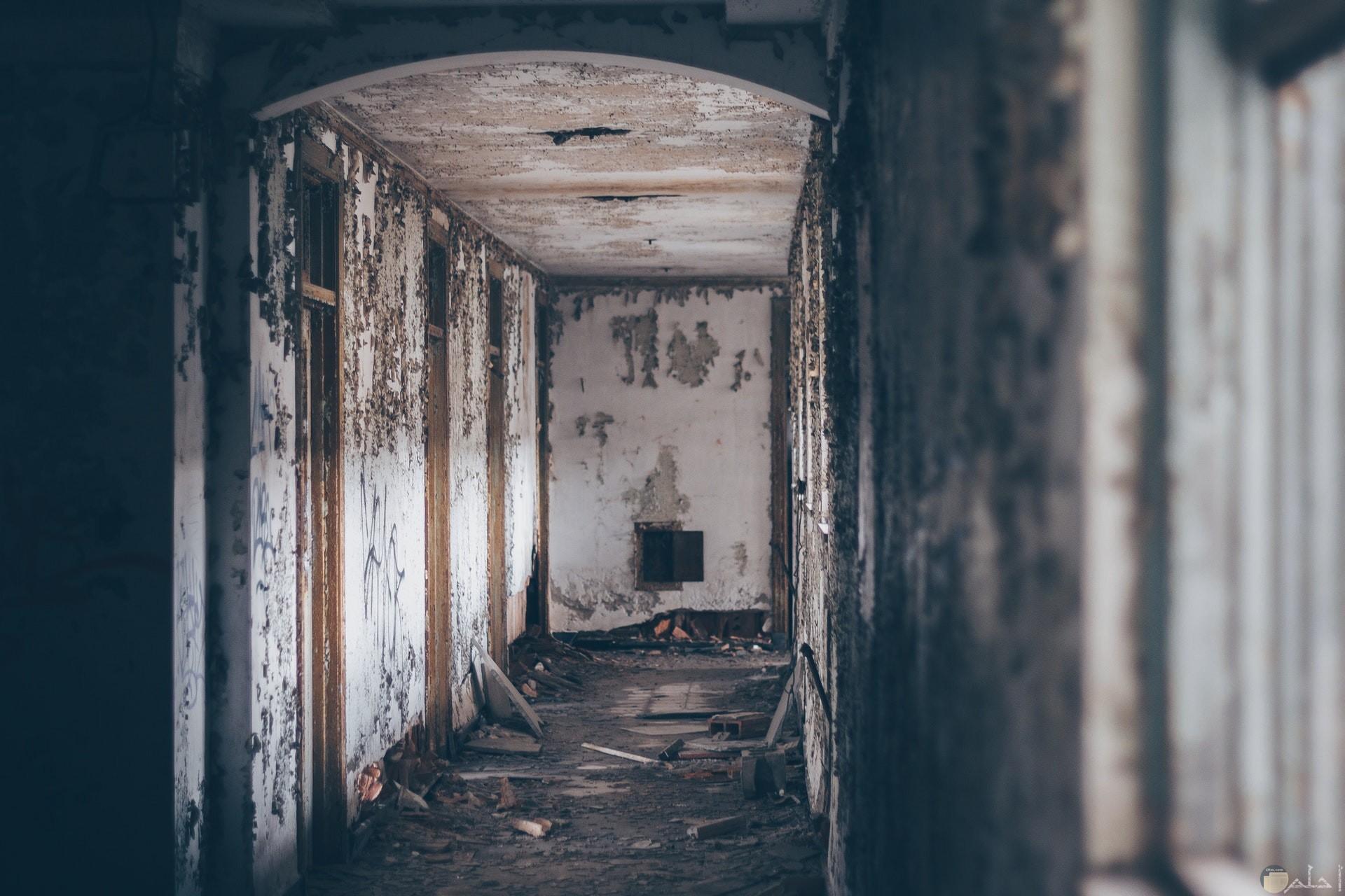 صورة مخيفة لمكان محطم ومدمر مرعبة جدا