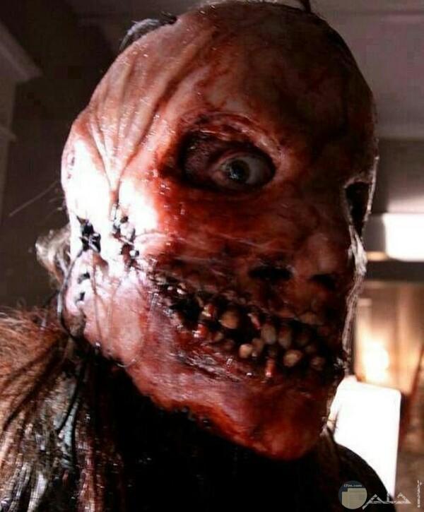 صورة مرعبة جدا لرجل وجهه مخيف للغايه