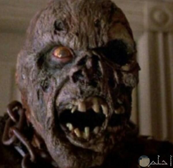 صورة مرعبة جدا لرجل وجهه وعينيه وأسنانه تخوف