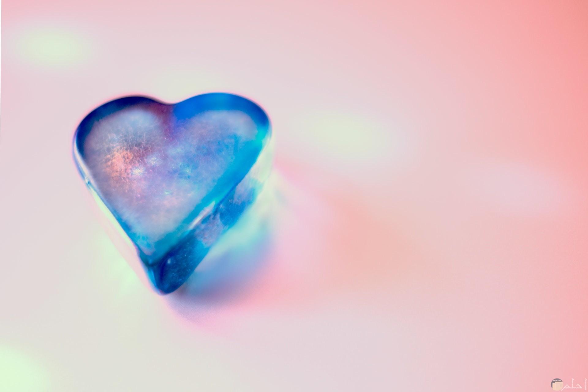 صورة مميزة جدا لقلب أزرق جميل مع خلفية وردية حلوة