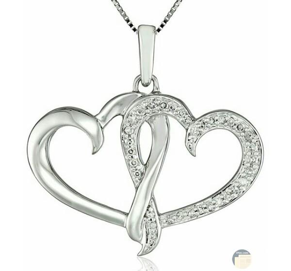 صورة مميزة وجميلة جدا لسلسلة حلوة علي شكل قلبين مزينه بالألماس الأبيض