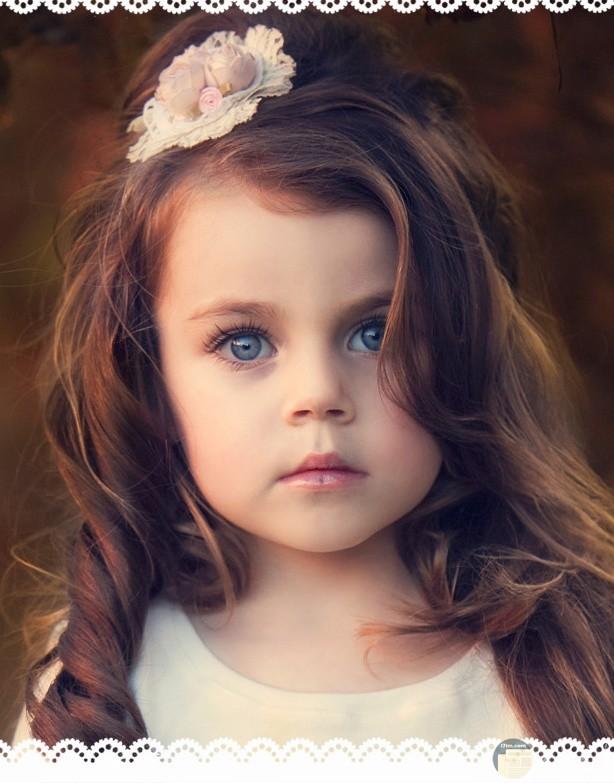 طفلة صغيرة جميلة جدا