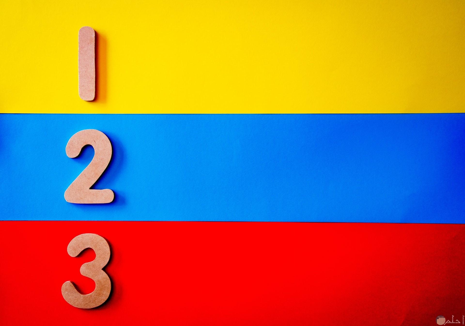 صور خلفيات سادة فاتحة جميلة ومميزة بثلاث ألوان