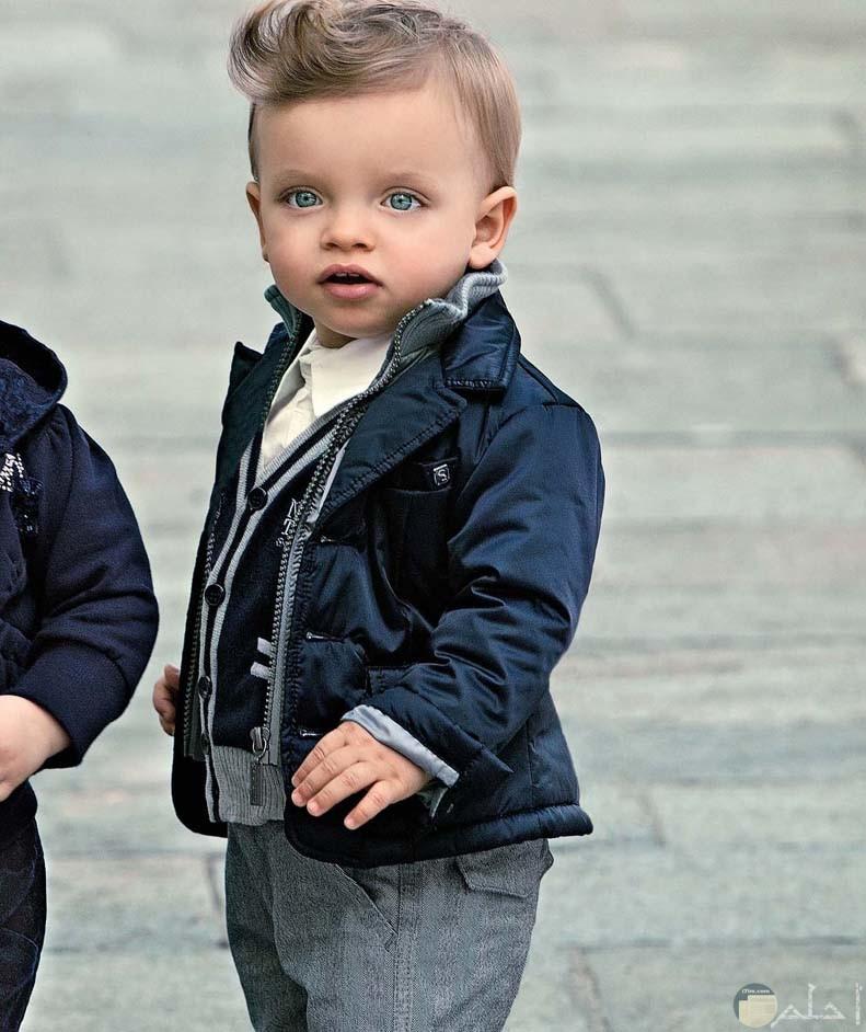 طفل ولد بموديل مميز
