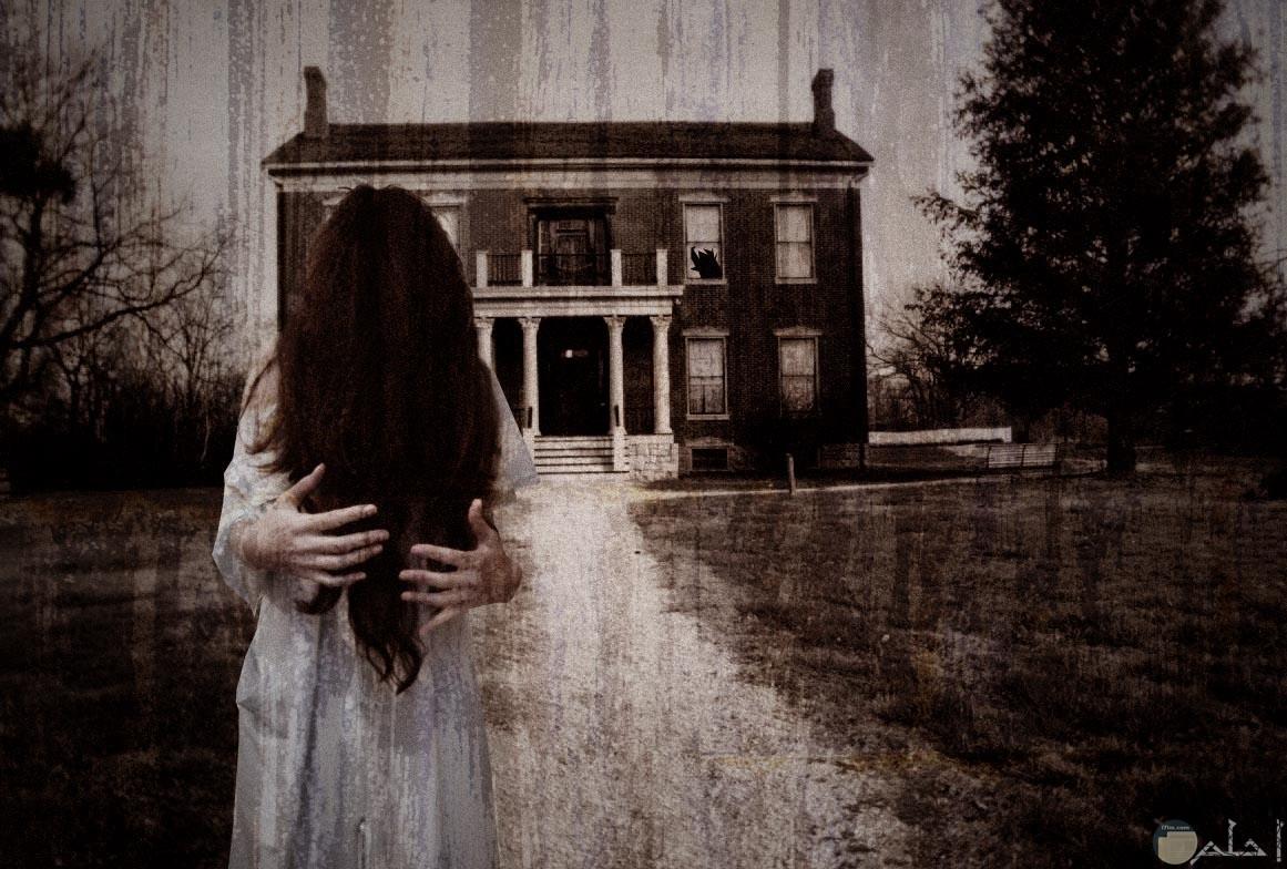 فتاة في مشهد مرعب حزين