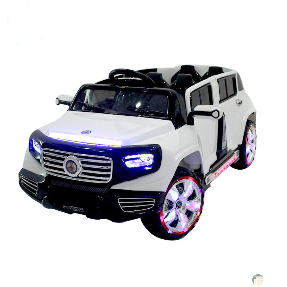 سيارة اطفال لونها ابيض