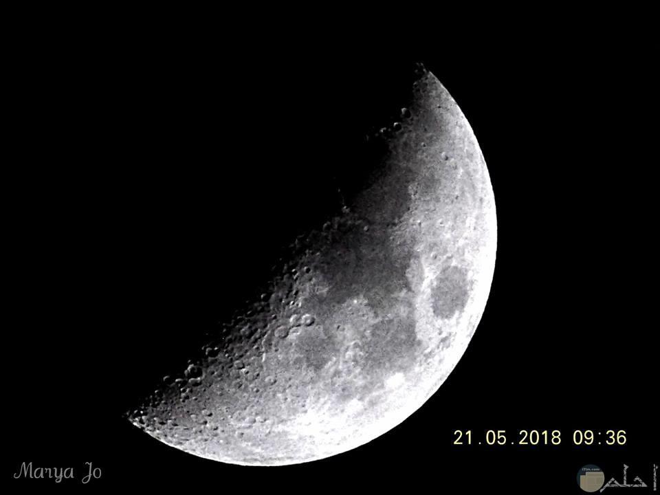 صور لجمال نصف القمر أسود وأبيض