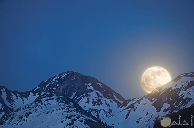 صور روعة القمر بالليل
