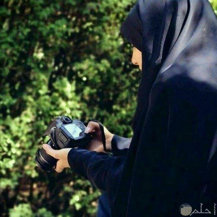 صورة فتاه ترتدى اسدال اسود