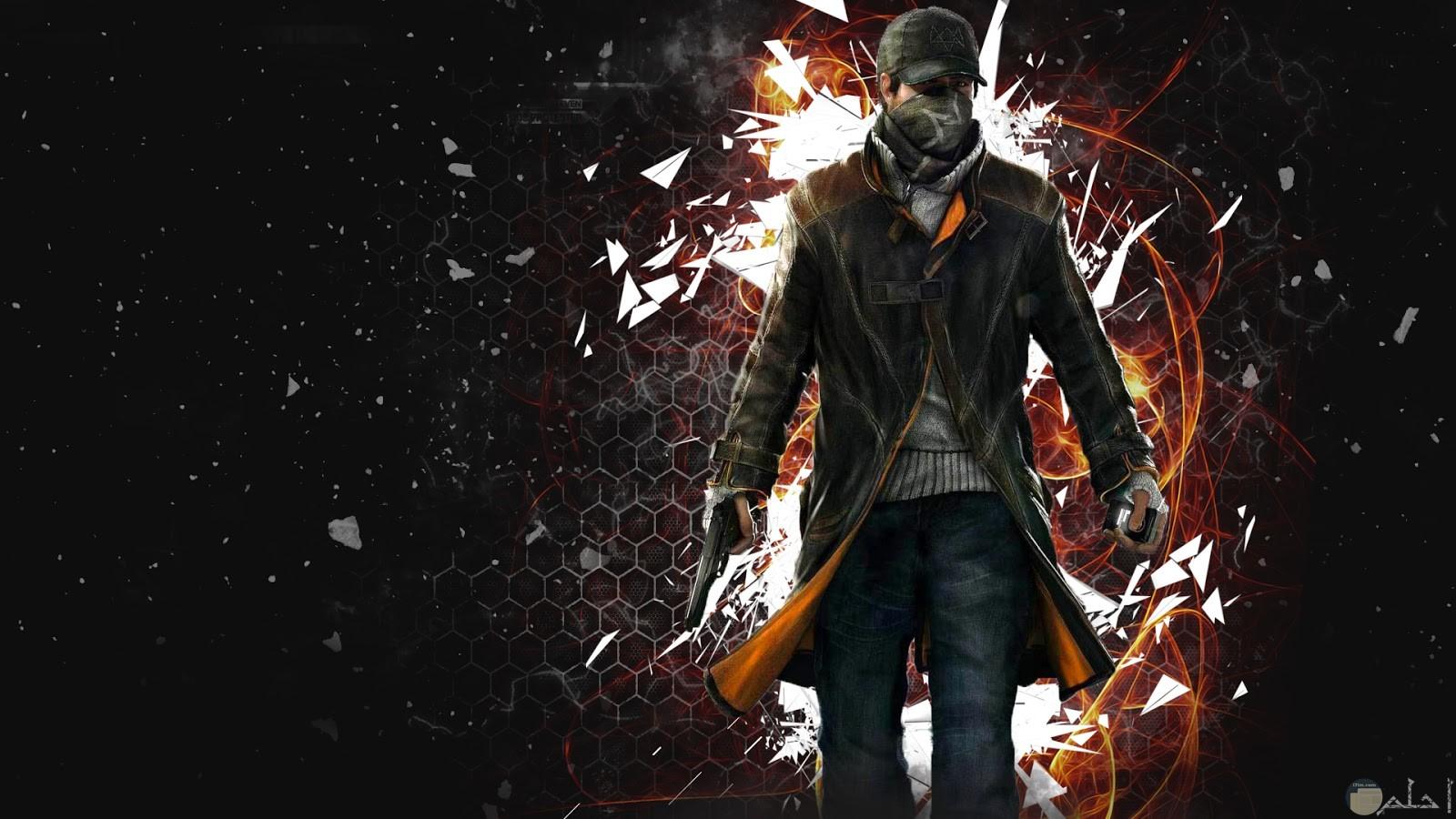 رجل يرتدي جاكيت زيتي وبنطلون جينز وملتم ويرتدي كاب وبيده خازنه رصاص واليد الاخري المسدس