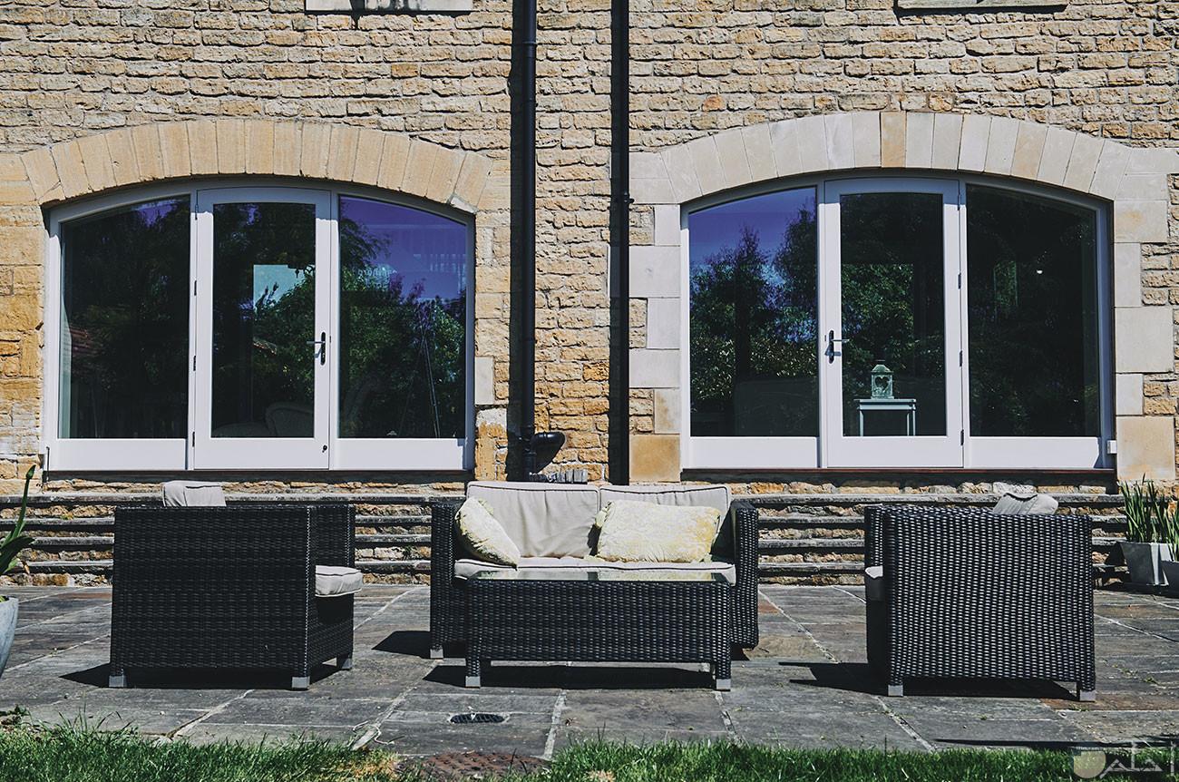 صورة شباك ثلاث قطع مصنع من الالمنتال الابيض والزجاج