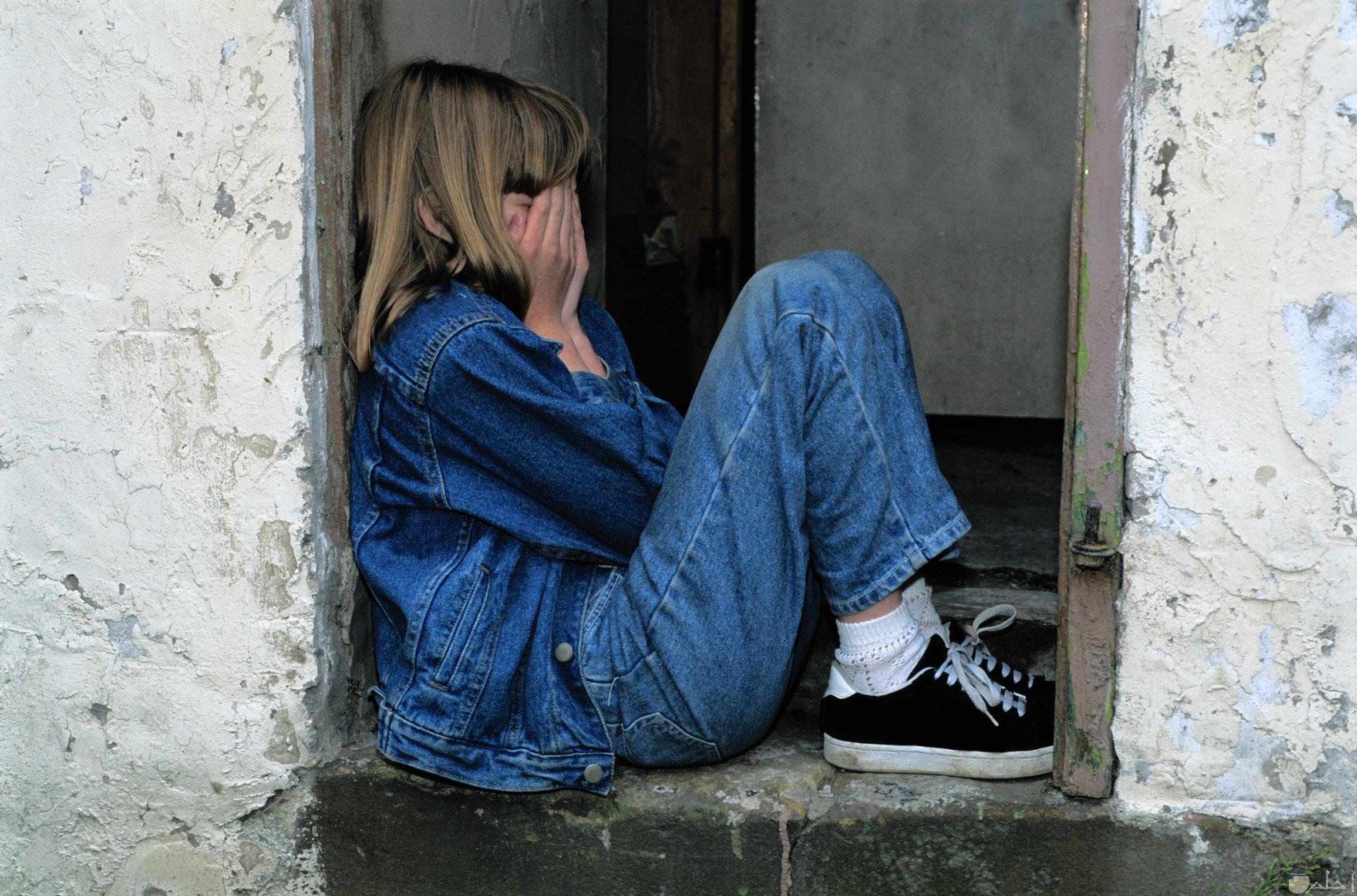 صورة فتاة حزينة ومنهارة