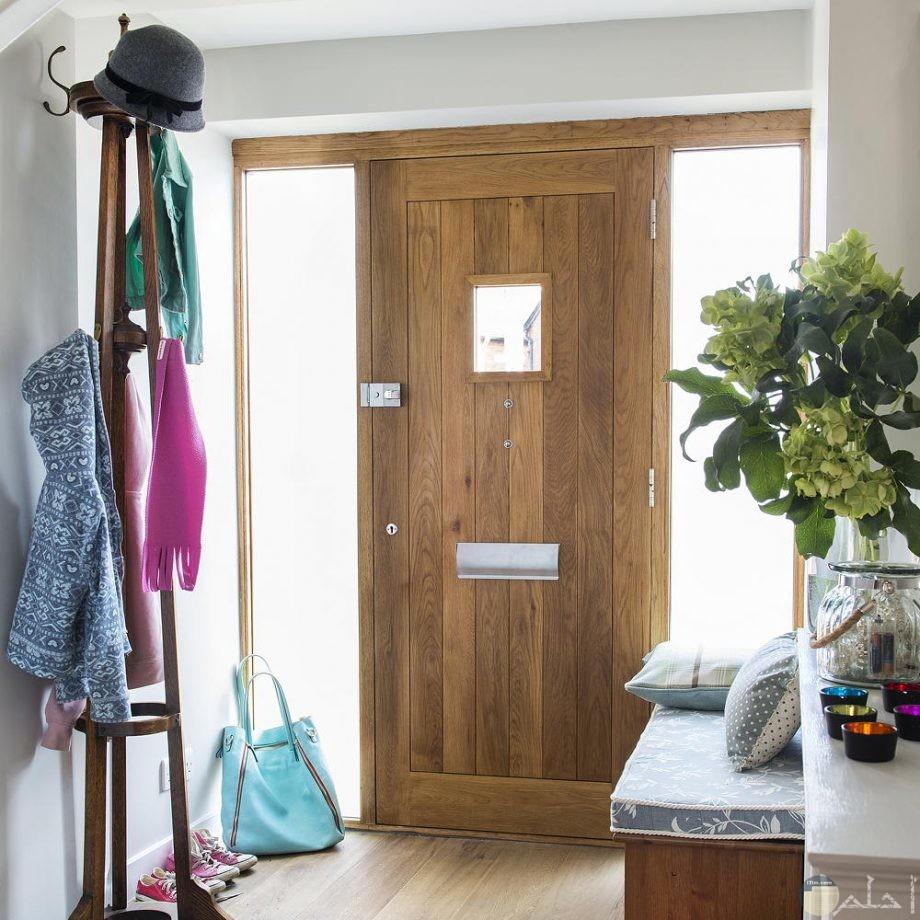 باب غرفة مصنوع من الخشب