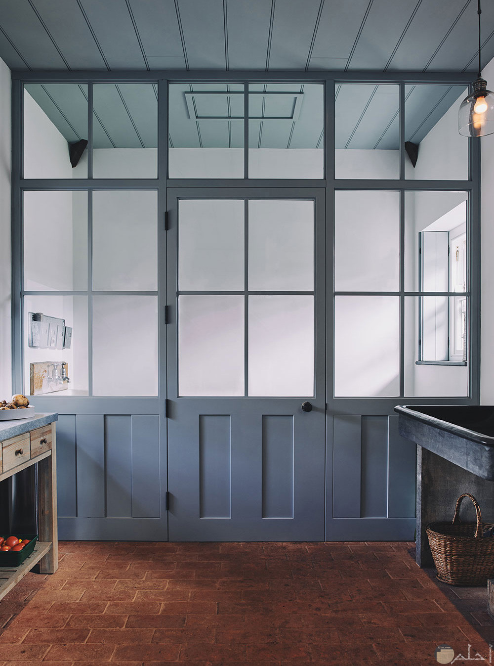 باب مطبخ خشب لونة رصاصى وبه زجاج