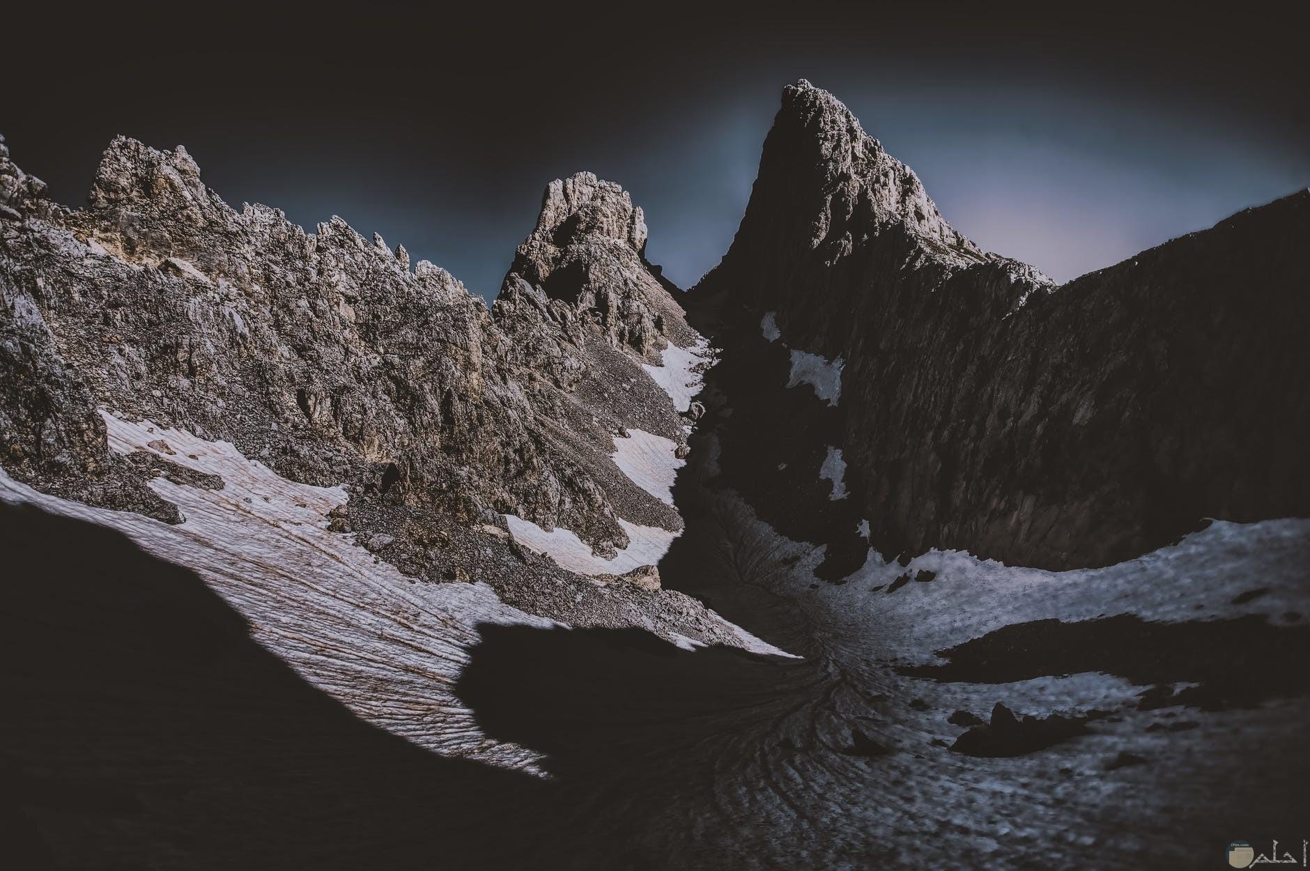 صور جبال عاليه وسماء سمراء