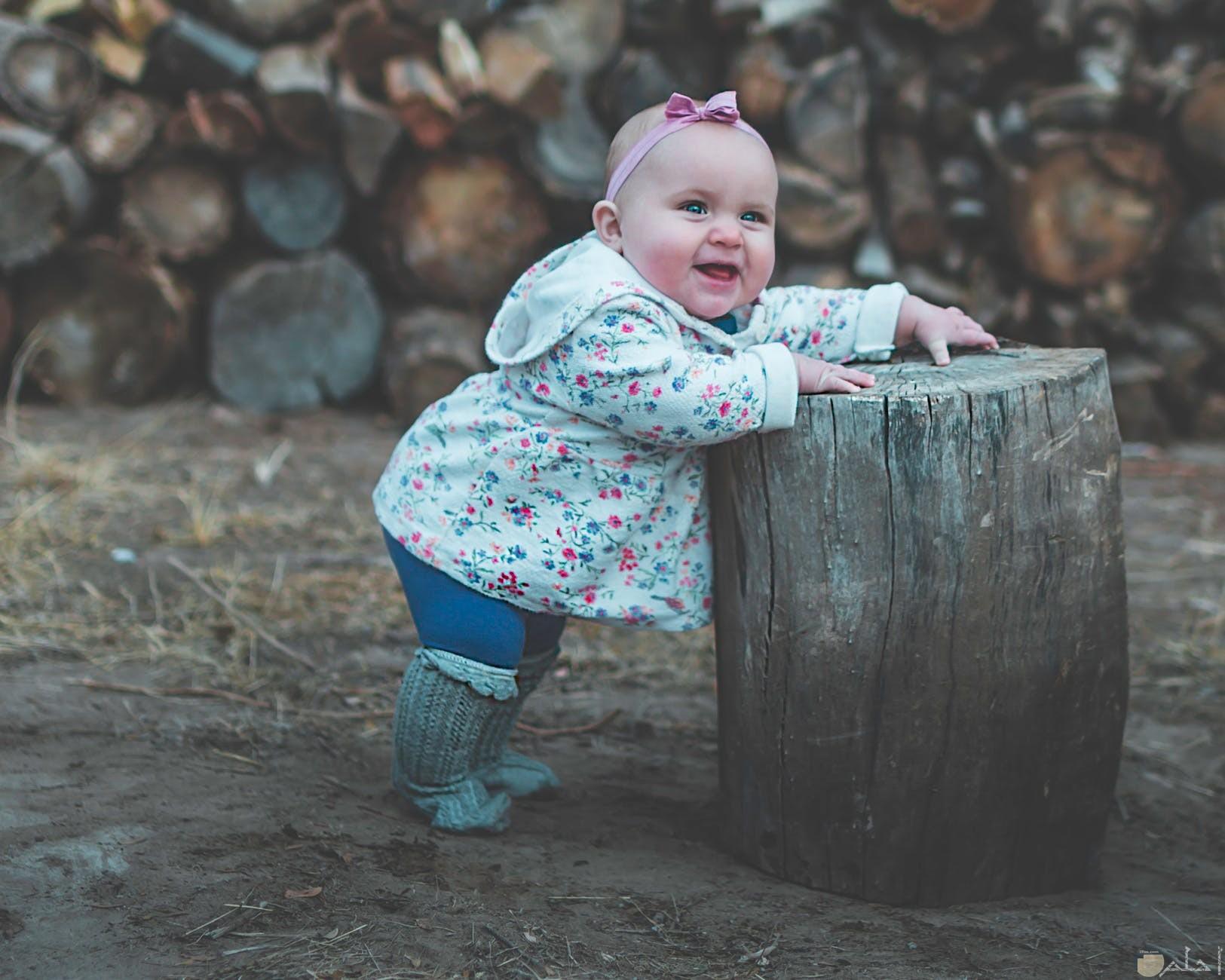 طوق اطفال باللون الروز